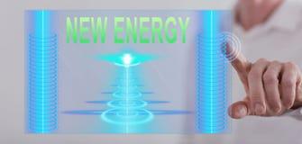 Bemannen Sie das Berühren eines neuen Energiekonzeptes auf einem Touch Screen Stockfotos