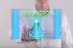Bemannen Sie das Berühren eines neuen Energiekonzeptes auf einem Touch Screen Lizenzfreies Stockfoto