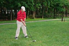 Bemannen Sie das Golf spielen Lizenzfreies Stockbild