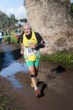 Bemannen Sie das Lächeln im Marathon der Offenbarung, Rom, Italien Lizenzfreie Stockbilder