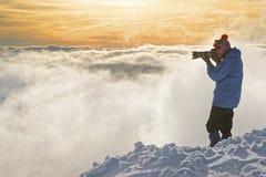 Bemannen Sie das Machen von Fotos auf Kasprowy Wierch in Zakopane im winte Stockbild