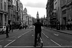 Bemannen Sie das Nehmen Bild og von Big Ben in London stockbild