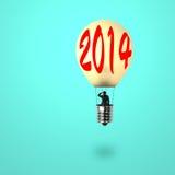 Bemannen Sie das Nehmen des Ballons der glühenden Lampe mit Wort 2014 auf ihm Lizenzfreie Stockbilder