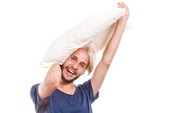 Bemannen Sie das Spielen mit Kissen, gutes Schlafkonzept Lizenzfreies Stockbild