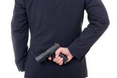Bemannen Sie das versteckende Gewehr hinter seinem zurück lokalisiert auf Weiß Lizenzfreies Stockfoto