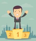 Bemannen Sie den Sieger, der im ersten Platz auf einem Podium steht Lizenzfreies Stockbild