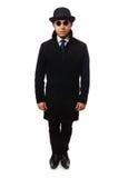 Bemannen Sie den tragenden schwarzen Mantel, der auf dem Weiß lokalisiert wird Lizenzfreie Stockfotografie