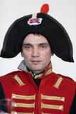 Bemannen Sie in der Uniform den napoleonischen Soldaten Stockbild