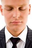 Bemannen Sie die Aufstellung mit geschlossenen Augen Lizenzfreie Stockfotos