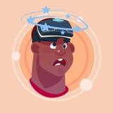 Bemannen Sie Dizzy African American Male Emoji, der virtuelles Gefühl-Ikonen-Avatara-Gesichtsausdruck-Konzept der Glas-3d trägt lizenzfreie abbildung