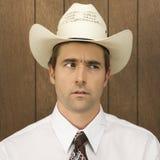 Bemannen Sie ein Cowboyhut lookinig abnutzen, um mit Seiten zu versehen. lizenzfreies stockfoto