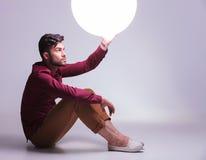 Bemannen Sie für das Licht seiner Zukunft heraus erreichen Stockbilder