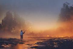 Bemannen Sie Fischen im See während eines nebeligen Sonnenaufgangs stock abbildung