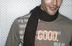 Bemannen Sie Gesicht mit Schal Stockfotografie
