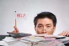 Bemannen Sie Holdinghilfenmarkierungsfahne lizenzfreies stockfoto