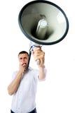 Bemannen Sie laut brüllen in Megaphon lizenzfreies stockfoto