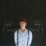 Mann mit dem gesunden starken Arm der Kreide muscles für Erfolg Lizenzfreie Stockfotos