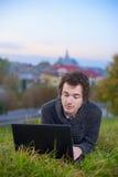 Bemannen Sie mit dem Laptop 02 Lizenzfreie Stockfotos
