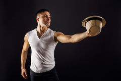Bemannen Sie Mode-Modell, stilvollen junger Mann tragenden Fedorahut lizenzfreies stockfoto