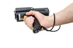 Bemannen Sie ` s Hand, die einen Barcodescanner hält Stockfotografie