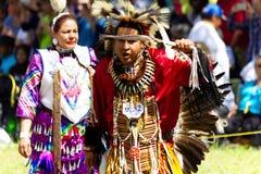 Bemannen Sie Tänzer am Kahnawake-Kriegsgefangen 2017 wow stockfoto