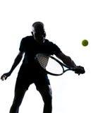 Bemannen Sie Tennisspielerrückhandschlag Stockfotografie
