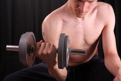 Bemannen Sie Training mit Gewicht Lizenzfreie Stockbilder