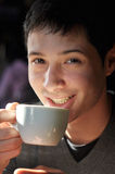 Bemannen Sie Trinken des Kaffees Lizenzfreies Stockfoto