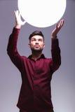 Bemannen Sie zu einem großen Ball des Lichtes heraus erreichen Lizenzfreie Stockfotos