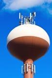 Bemanning die antennes installeert royalty-vrije stock foto's