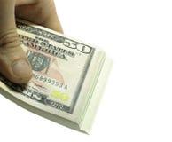Bemannt die Hand, die Stapel der Papierdollar USA auf dem weißen BAC hält Stockfoto