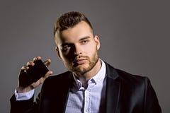 Bemannt Parfümkonzept Eleganter Mann für Parfüm Männliches Parfüm duft Männlicher Duft und Parfümerie, Kosmetik stockbild