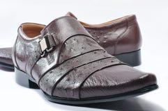 Bemant de schoenen van de leermanier Stock Afbeelding