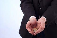 Bemant handen met euro muntstukken Royalty-vrije Stock Afbeeldingen
