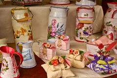 Bemerkte sachets met roos en lavendelzeep Stock Foto's