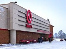 BEMIDJI, MN - 27 DICEMBRE 2018: Entrata per mirare alla vendita al dettaglio nell'inverno fotografia stock