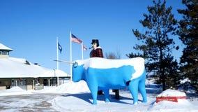 BEMIDJI, MN - 8 FEB 2019: Statue of Paul Bunyan and Babe the Blue Ox, Legendary Lumberjack. BEMIDJI, MN - 8 FEB 2019: Statue of Paul Bunyan and Babe the Blue Ox stock footage