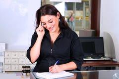 bemärk att ta för receptionist Royaltyfri Fotografi