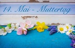 Bemuttern Sie ` s Tag, romantische Dekoration mit Blumen Stockbild