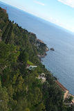 Benäget plant landskap av berget och det Ionian havet Arkivbilder