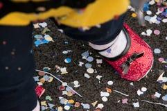 Ben av ett barn under karnevalpartiet Royaltyfria Foton