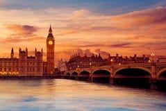 Ben Clock Tower London grande en el río Támesis Imagen de archivo libre de regalías