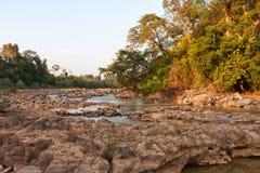 Ben Cu Rapids in Dong Nai River bei Sonnenuntergang lizenzfreie stockfotografie