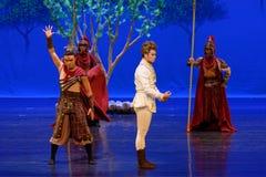 Ben de ver*werpen-eerste handeling: de van de het drama` Zijde van de moerbeiboom tuin-epische dans Prinses ` royalty-vrije stock foto's