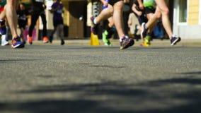 Ben för Closeupmaratonlöpare lager videofilmer