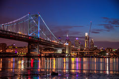 Ben Franklin Bridge och Philadelphia Royaltyfria Bilder