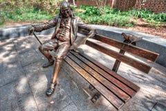 Ben Franklin på en bänk Arkivbild