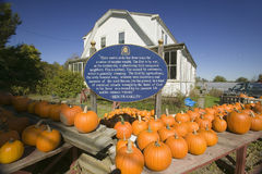 Ben Franklin proverb on sign next to pumpkin stand at Halloween in Lexington Massachusetts, New England Stock Image