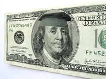Ben Franklin Wearing Graduation Cap op Honderd Dollarrekening royalty-vrije stock foto