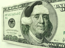 Ben Franklin Wearing Santa Hat For jul på denna hundra dollarräkning Royaltyfria Foton